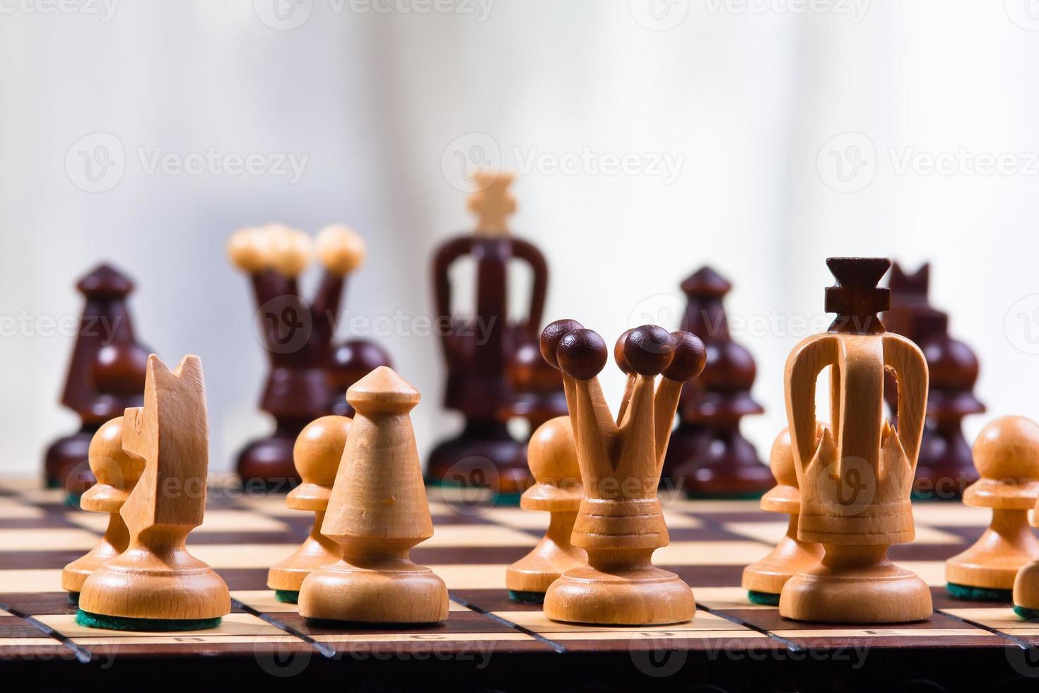 piezas de ajedrez en el tablero foto