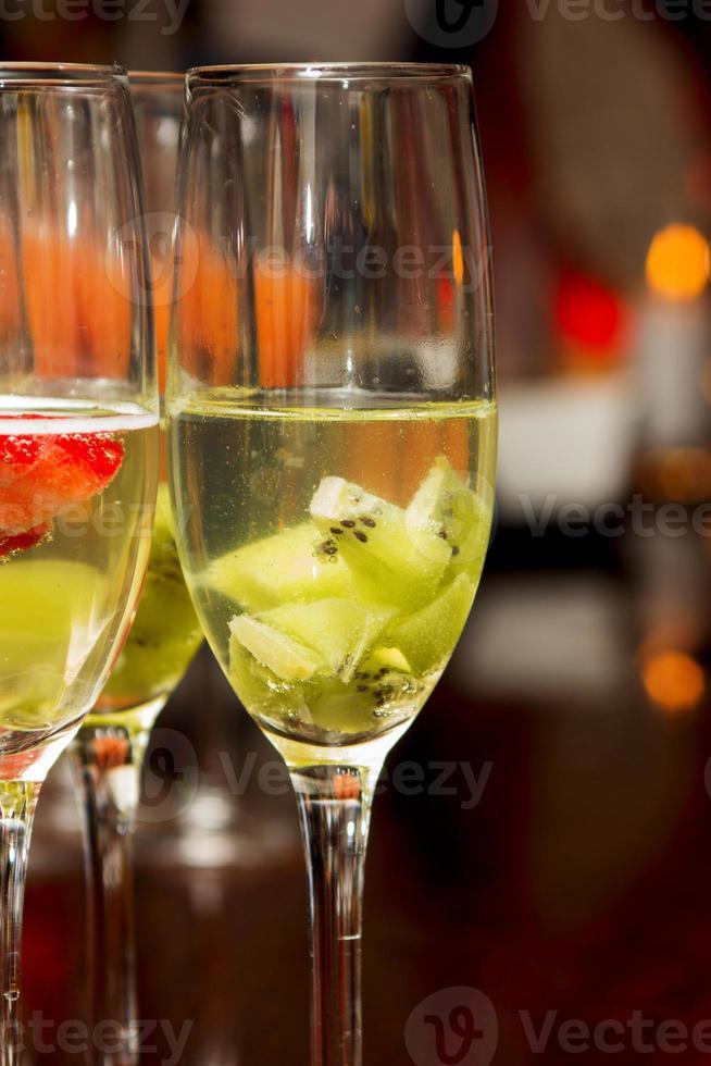 bebida cóctel en un buffet de una fiesta foto
