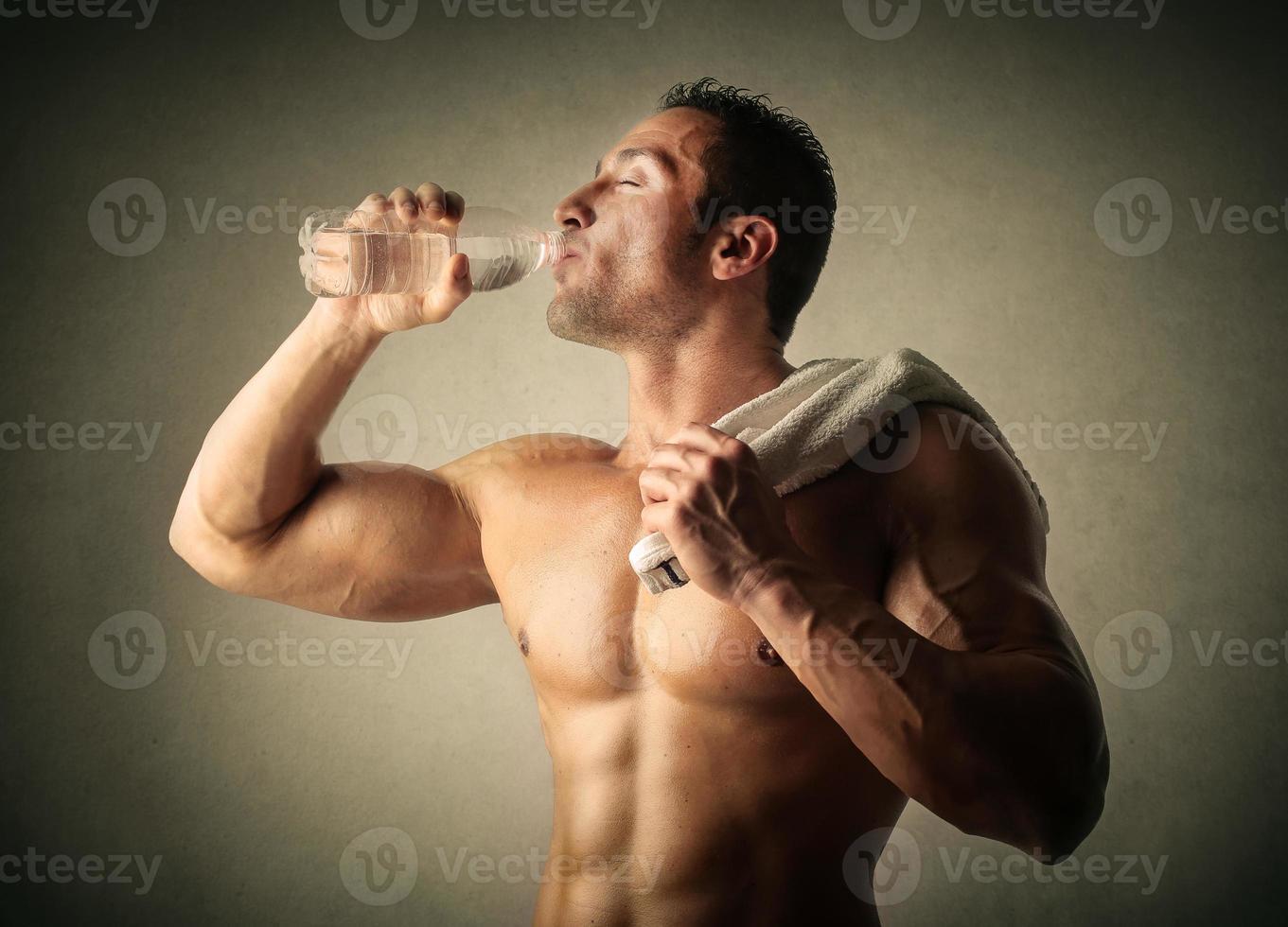 beber después del entrenamiento foto