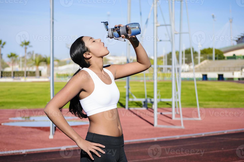 trotar deporte - beber agua foto