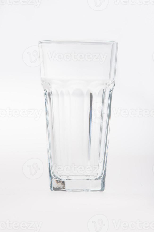 facetas bebiendo vaso de vidrio vacío foto
