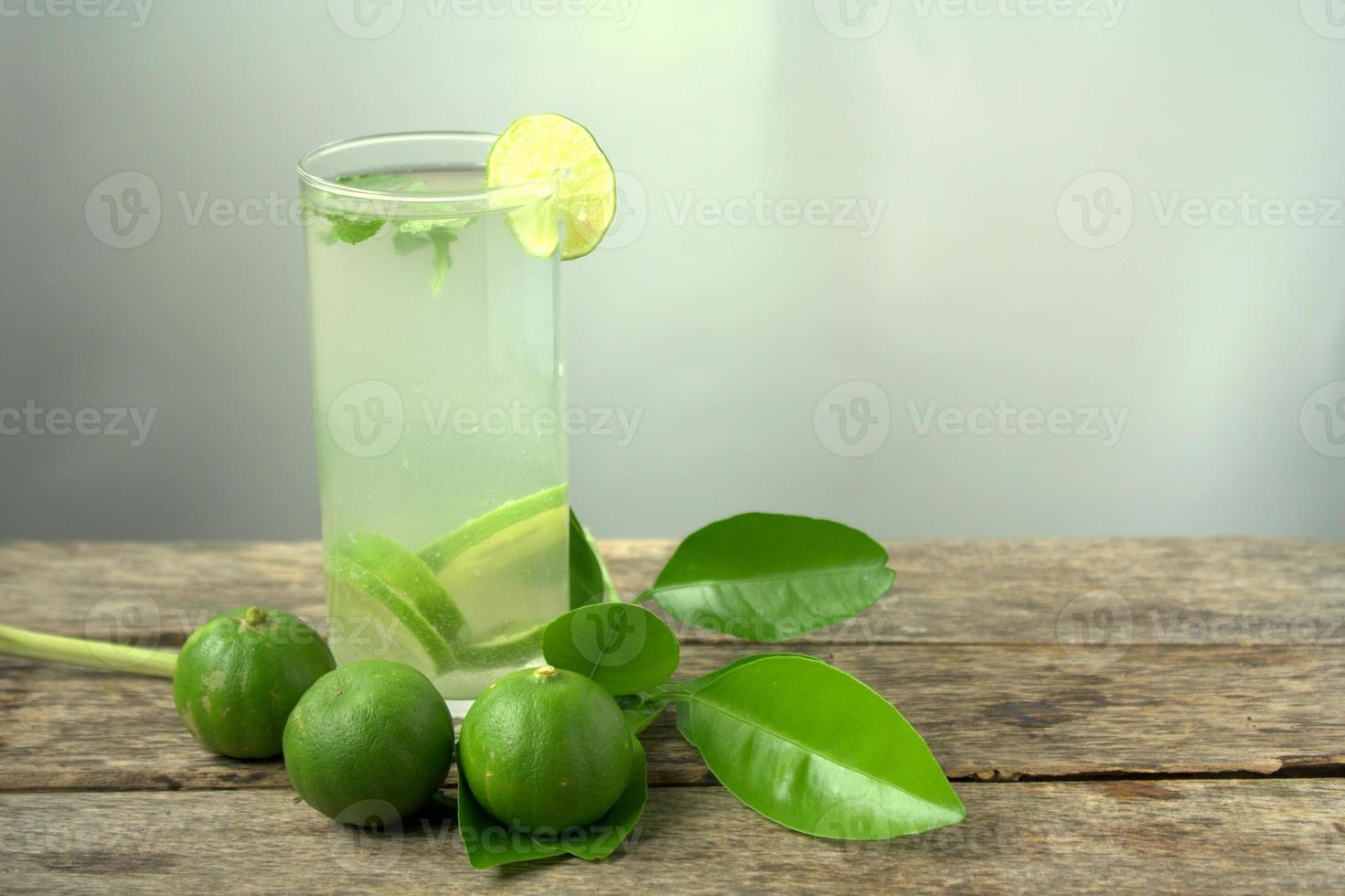 Fresh lime and peppermint drinks photo