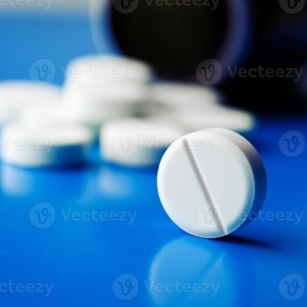 white tablets photo