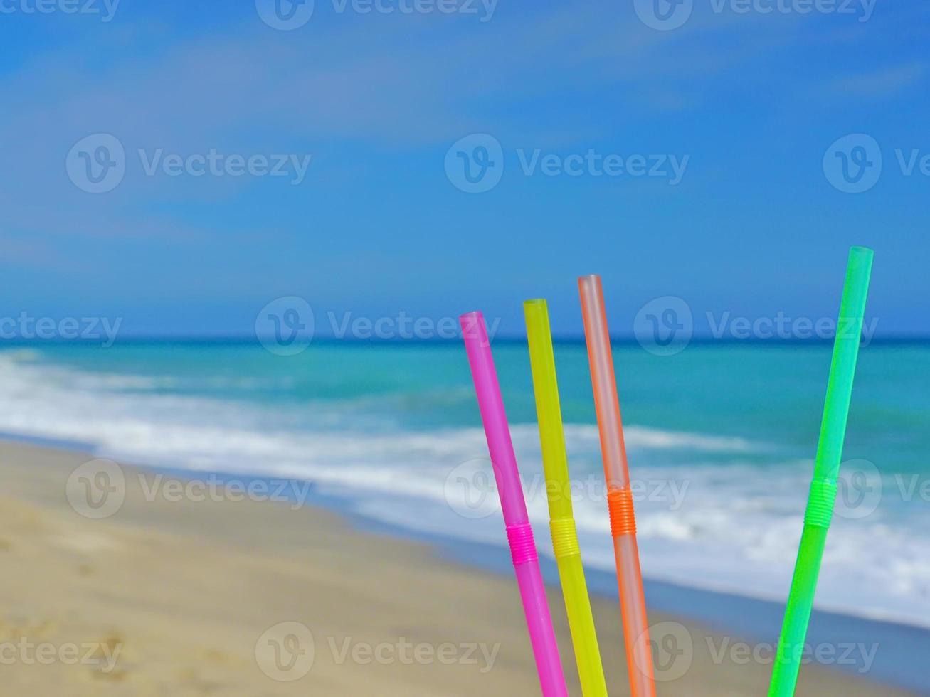 bebida de playa de paja foto