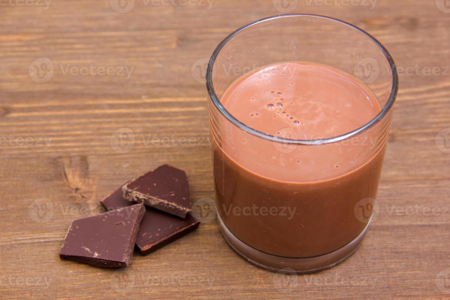 bebida de cacao en madera foto
