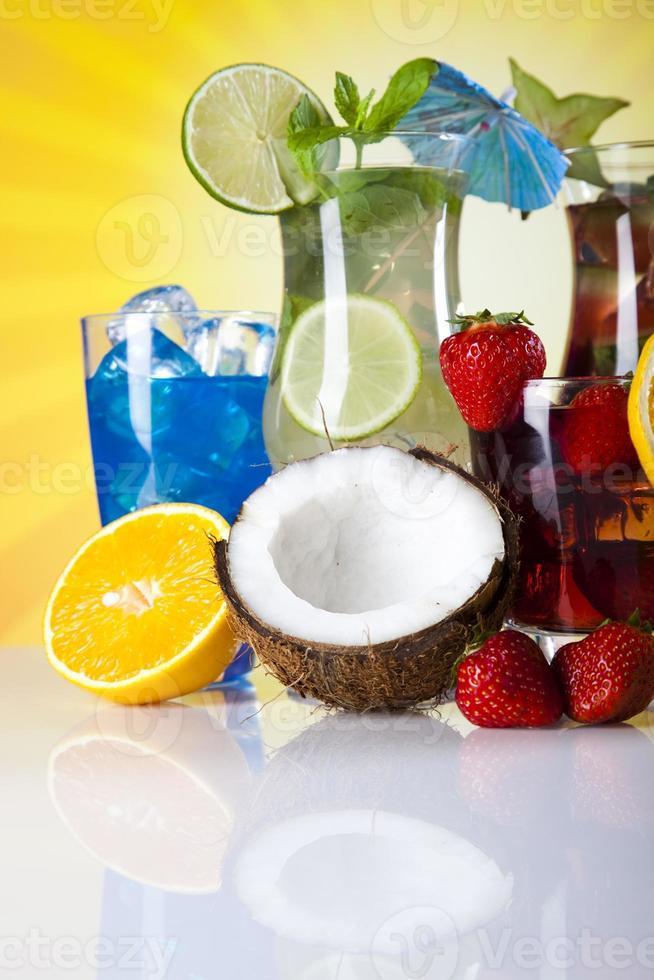 bebidas alcohólicas con frutas foto