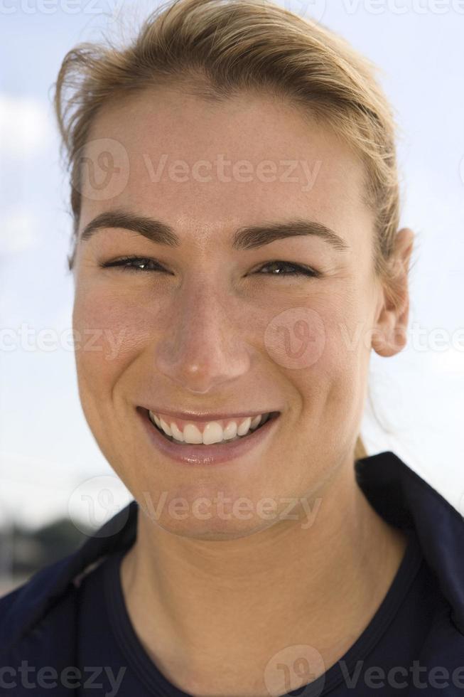 mujer de mediana edad sonriendo foto