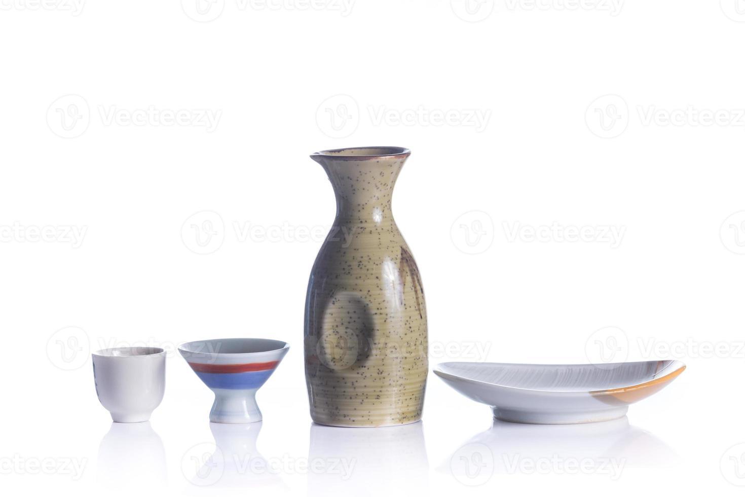 conjunto de bebida de sake japonés aislado foto