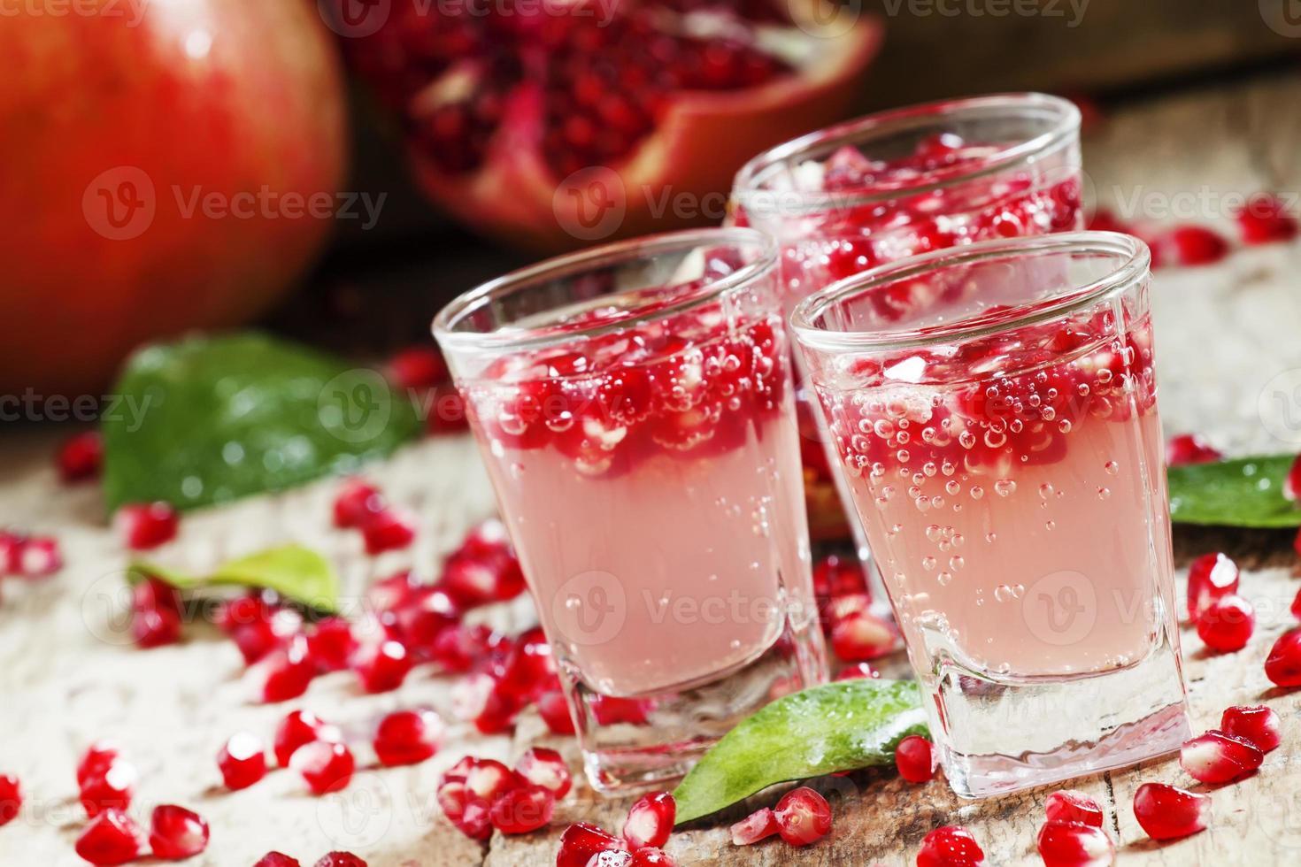 bebida refrescante carbonatada de granada foto