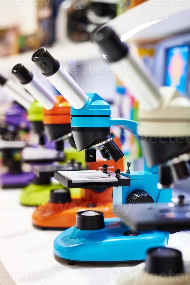 microscopios para niños en la escuela foto