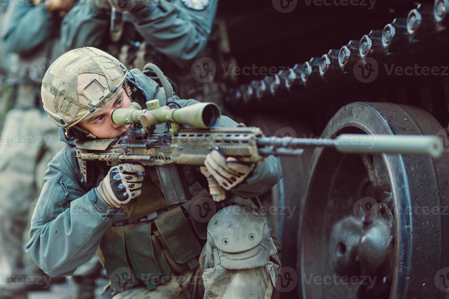 Ranger apunta a un objetivo de armas foto