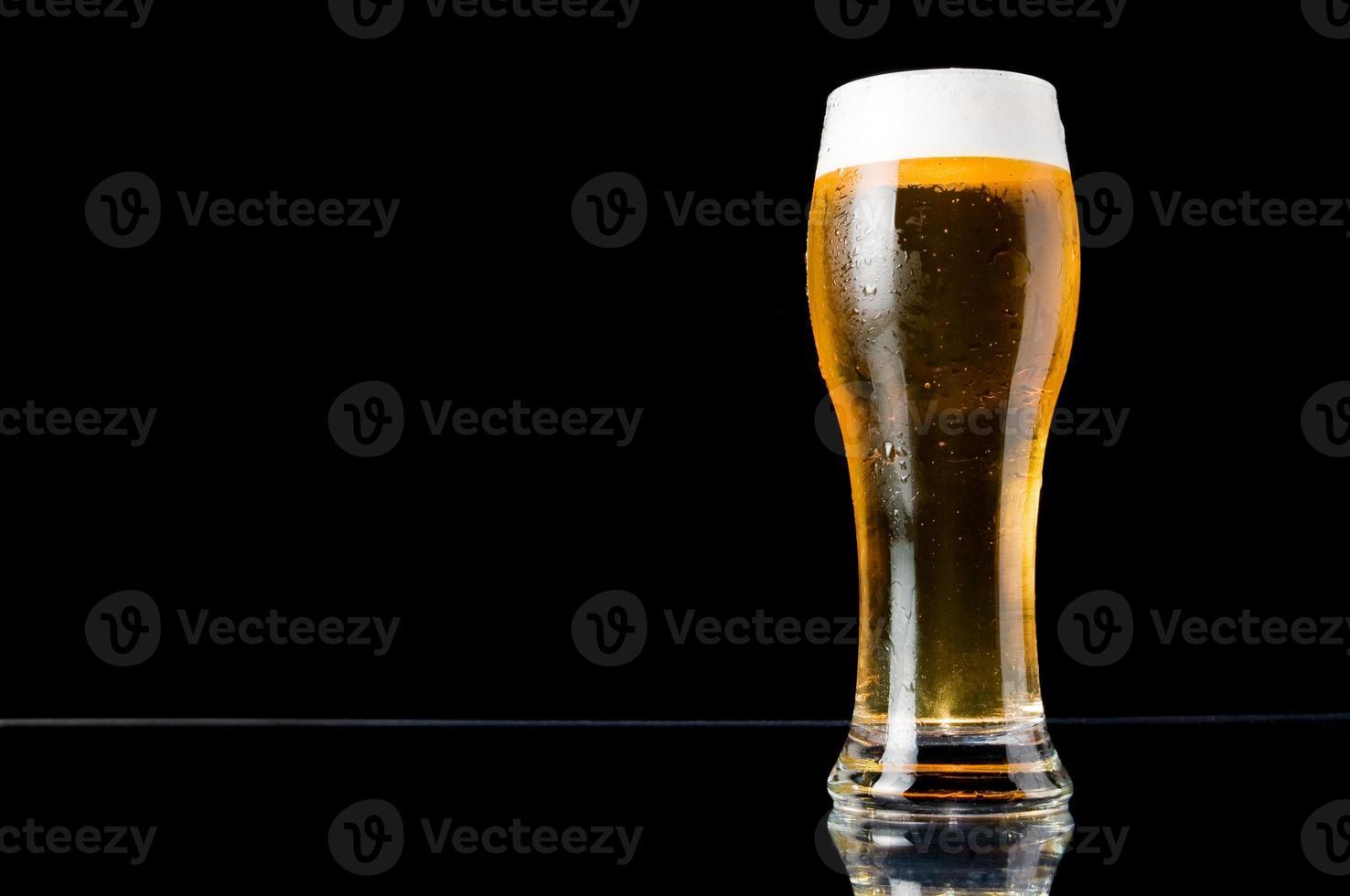 cerveza y espacio de copia foto