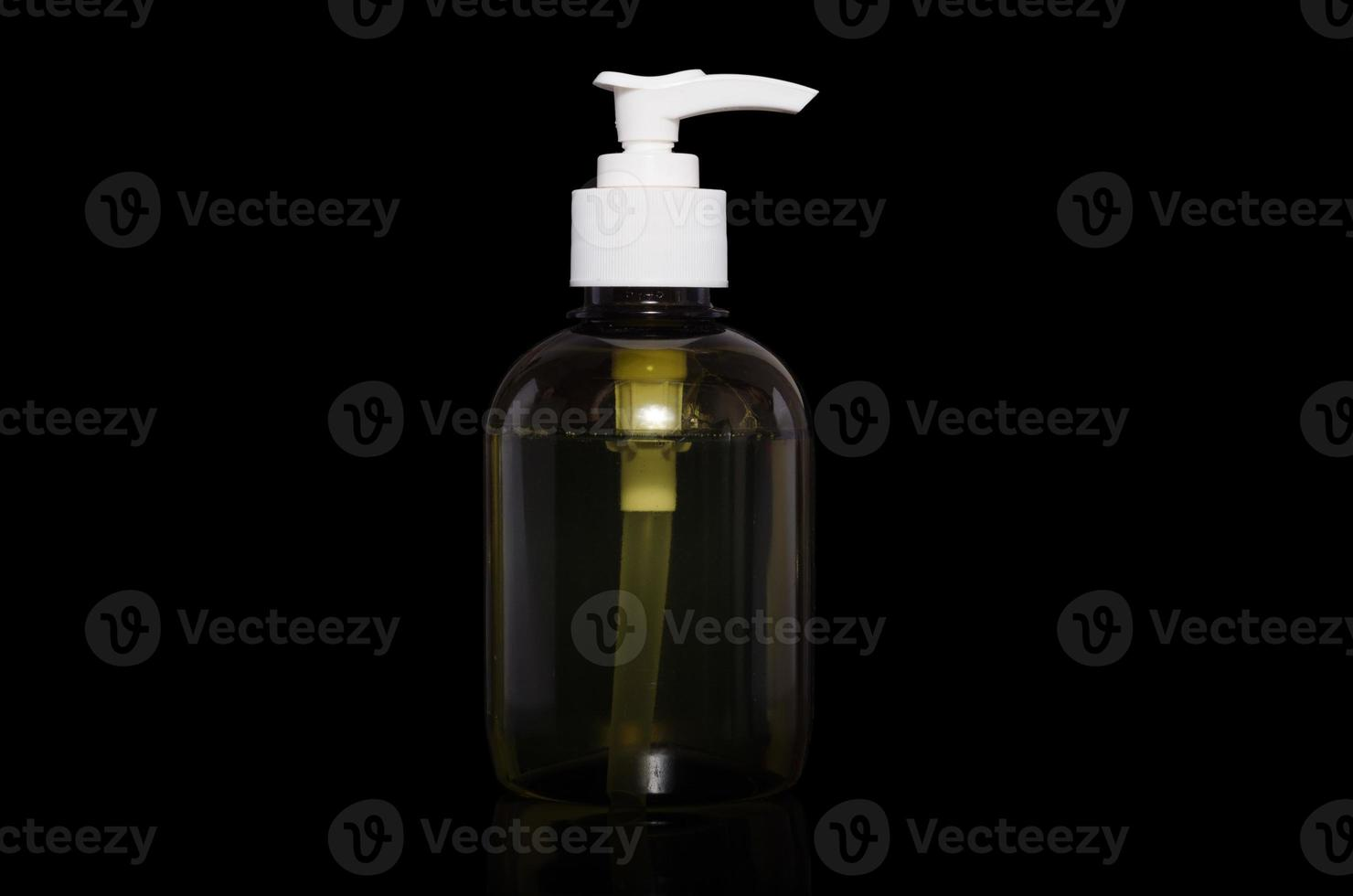 botella verde con líquido foto