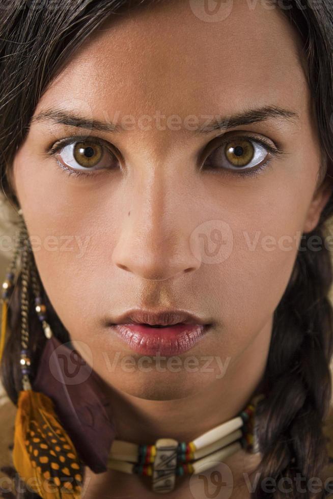 Retrato de mujer nativa americana foto