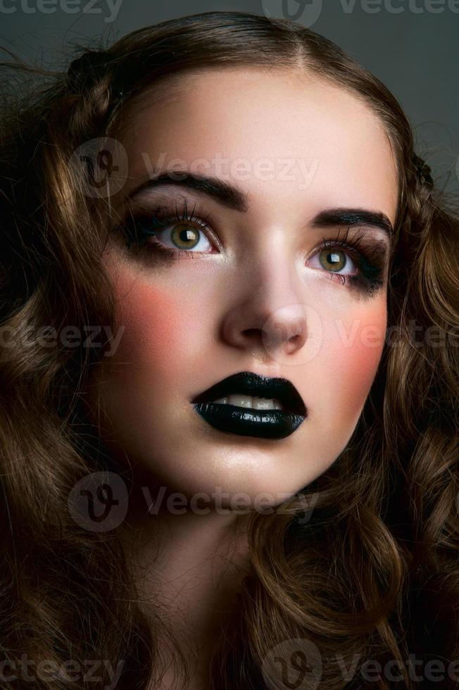 chica de belleza de moda soñadora foto