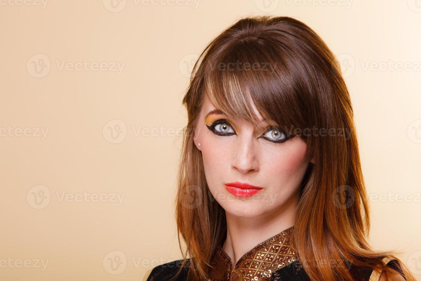 Retrato Oriente chica con maquillaje foto