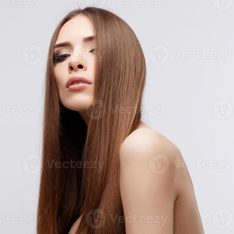 bella mujer con piel limpia y fresca foto