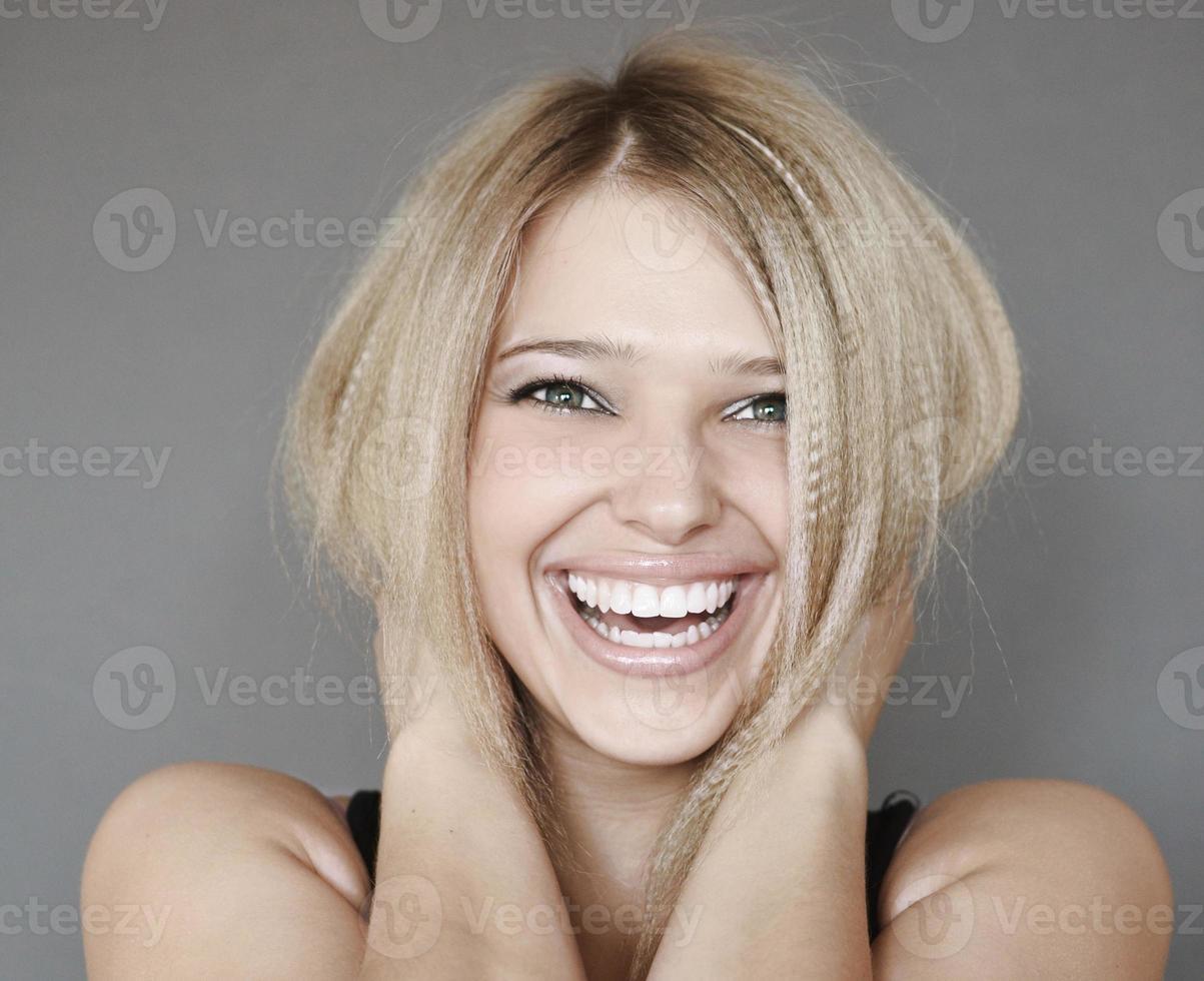 mujer riendo foto