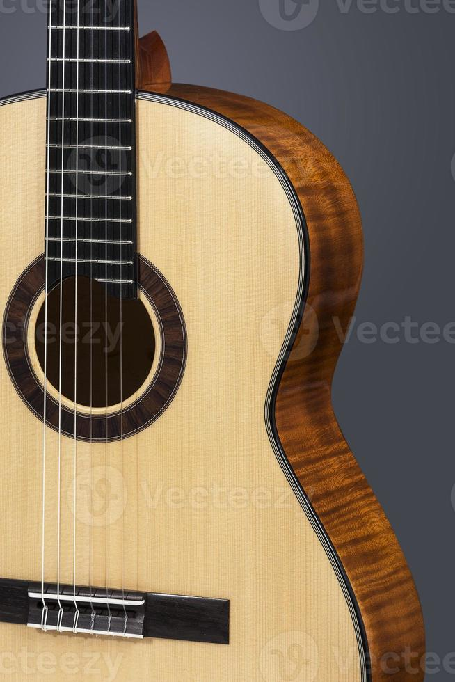 primer plano de guitarra clásica foto