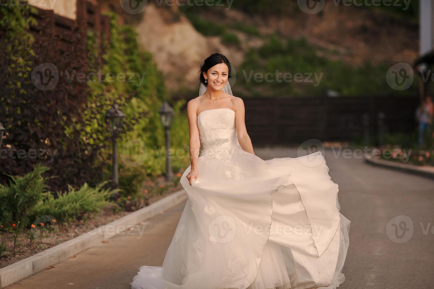 joven novia afuera foto
