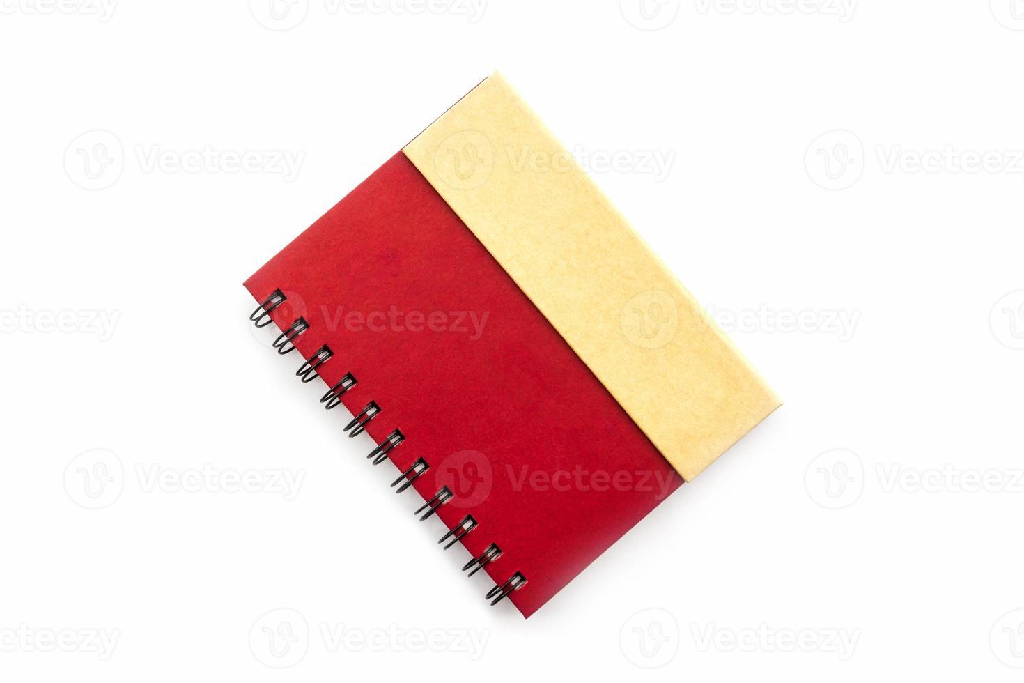 Libro diario rojo sobre fondo blanco. foto