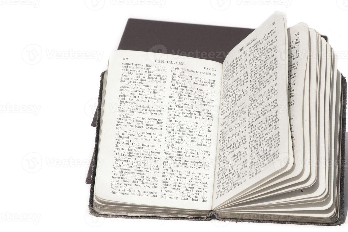 libro abierto de salmos foto