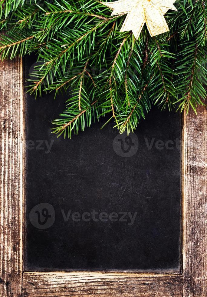 pizarra pizarra vintage con decoración navideña. foto