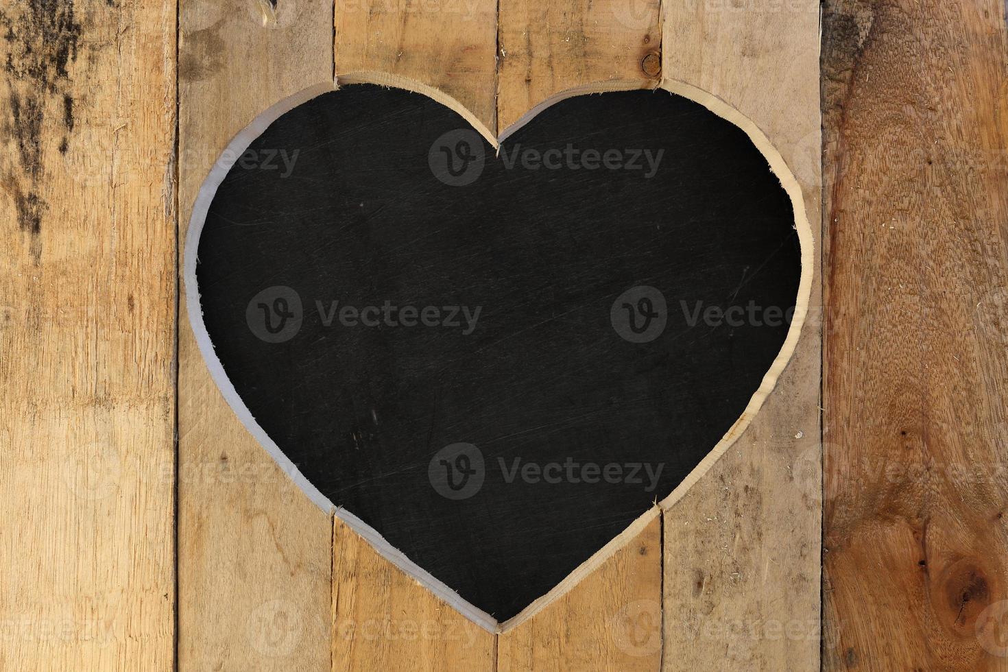 amor dia dos namorados coração moldura de madeira quadro de giz preto fundo foto