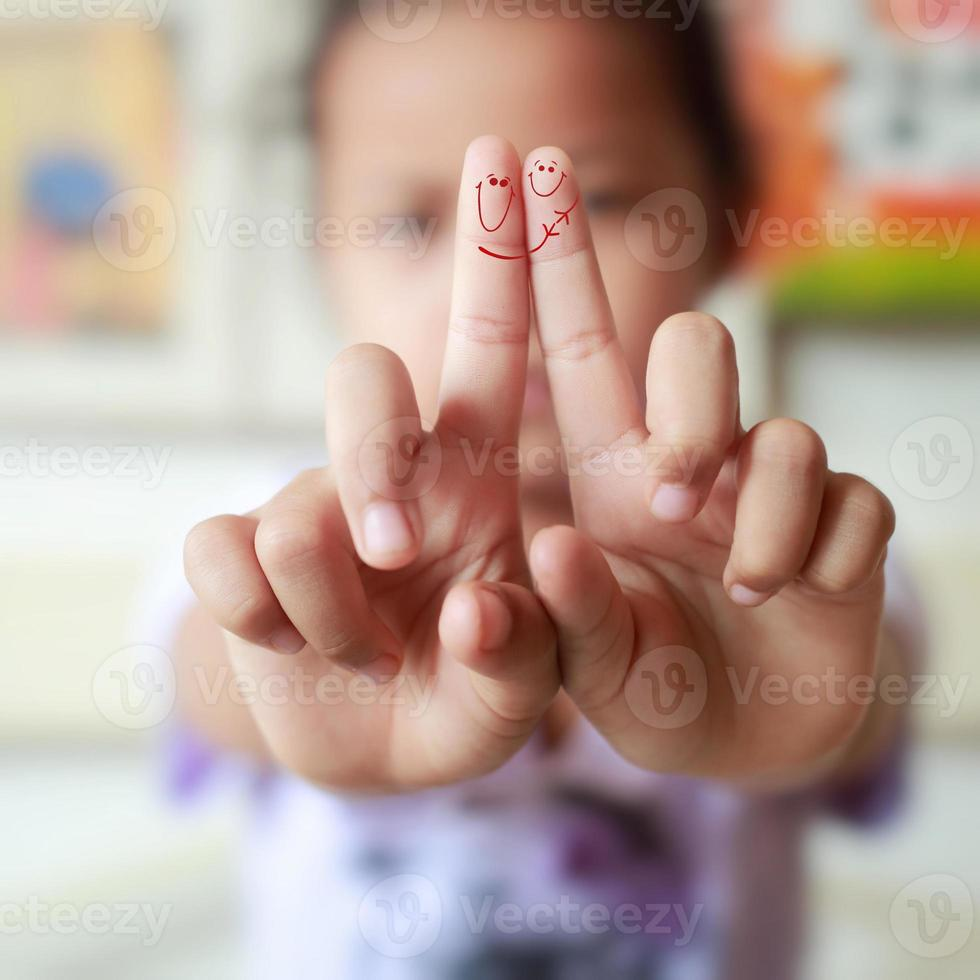 Two fingers in love , photo