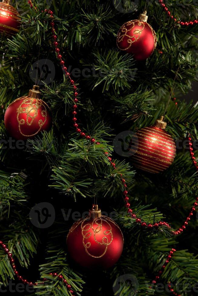 árbol de navidad y regalos foto