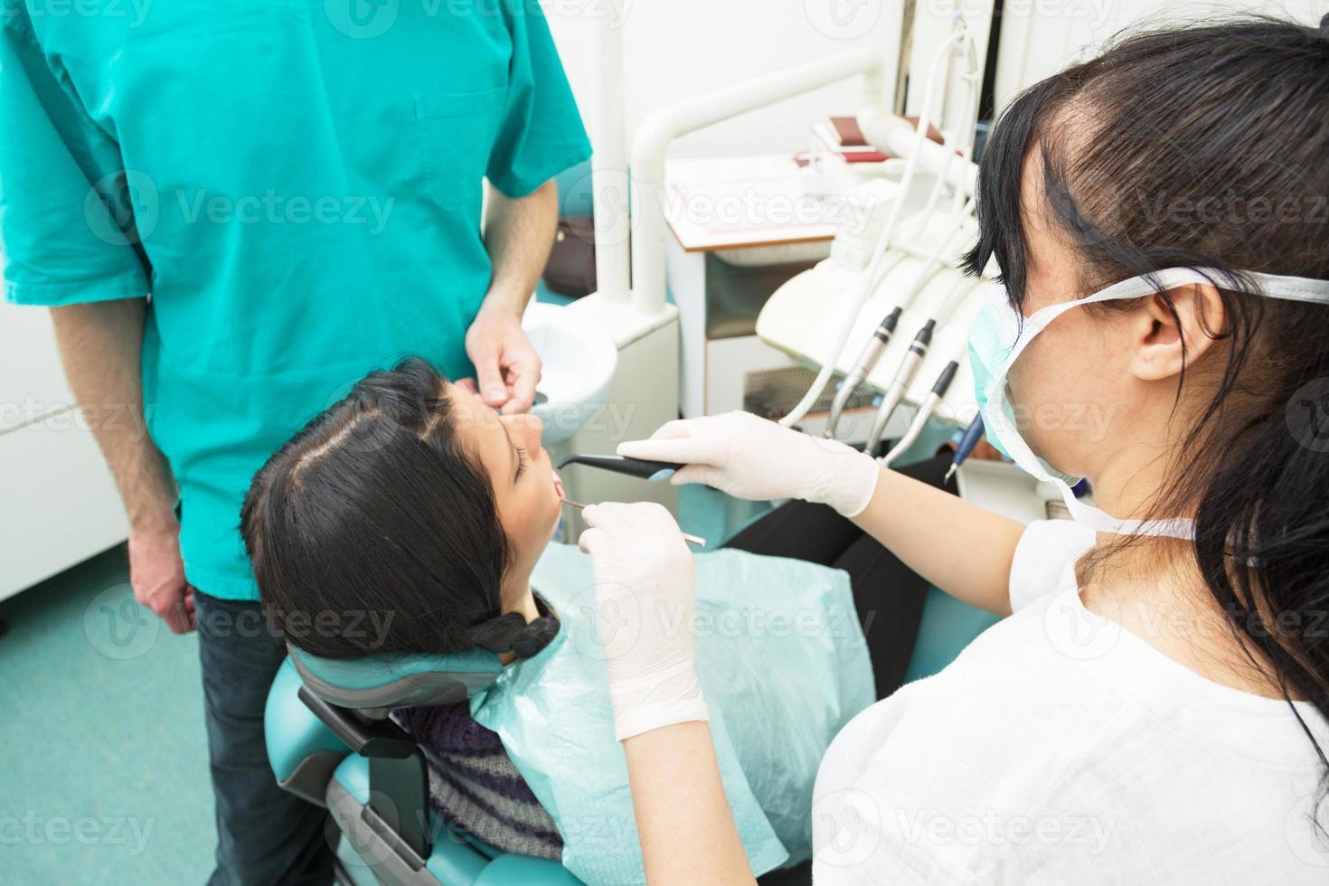 en el consultorio del dentista foto