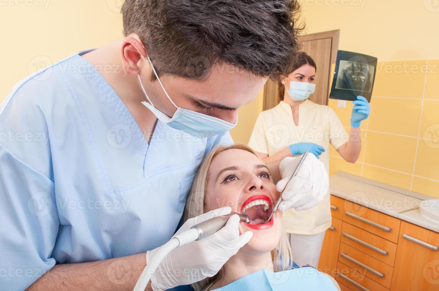 equipo dental en el trabajo foto