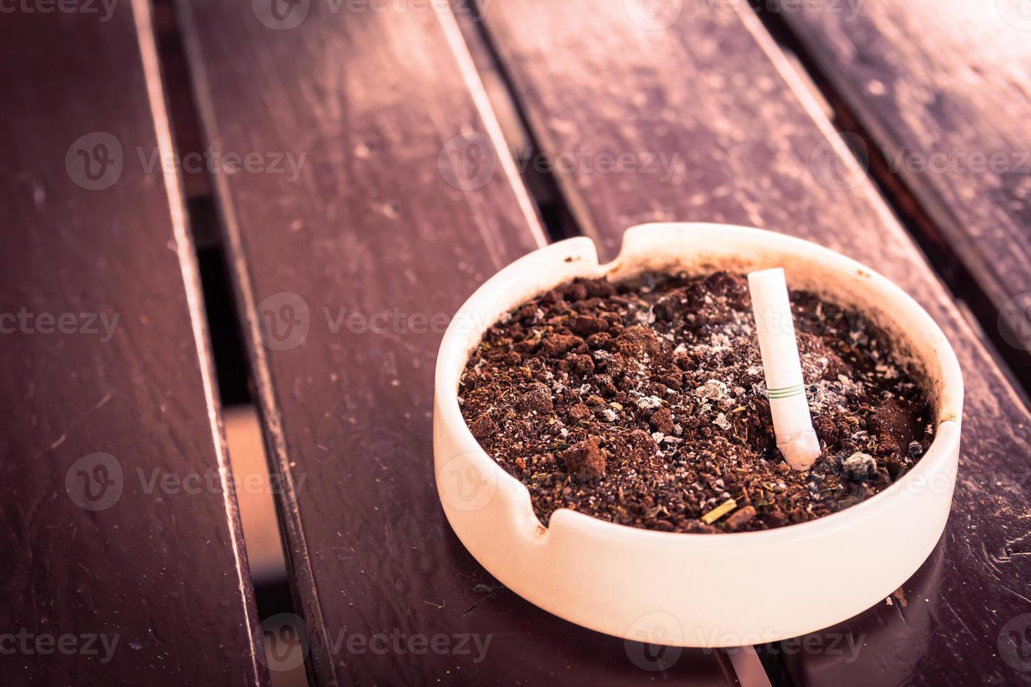basura de cigarrillos foto