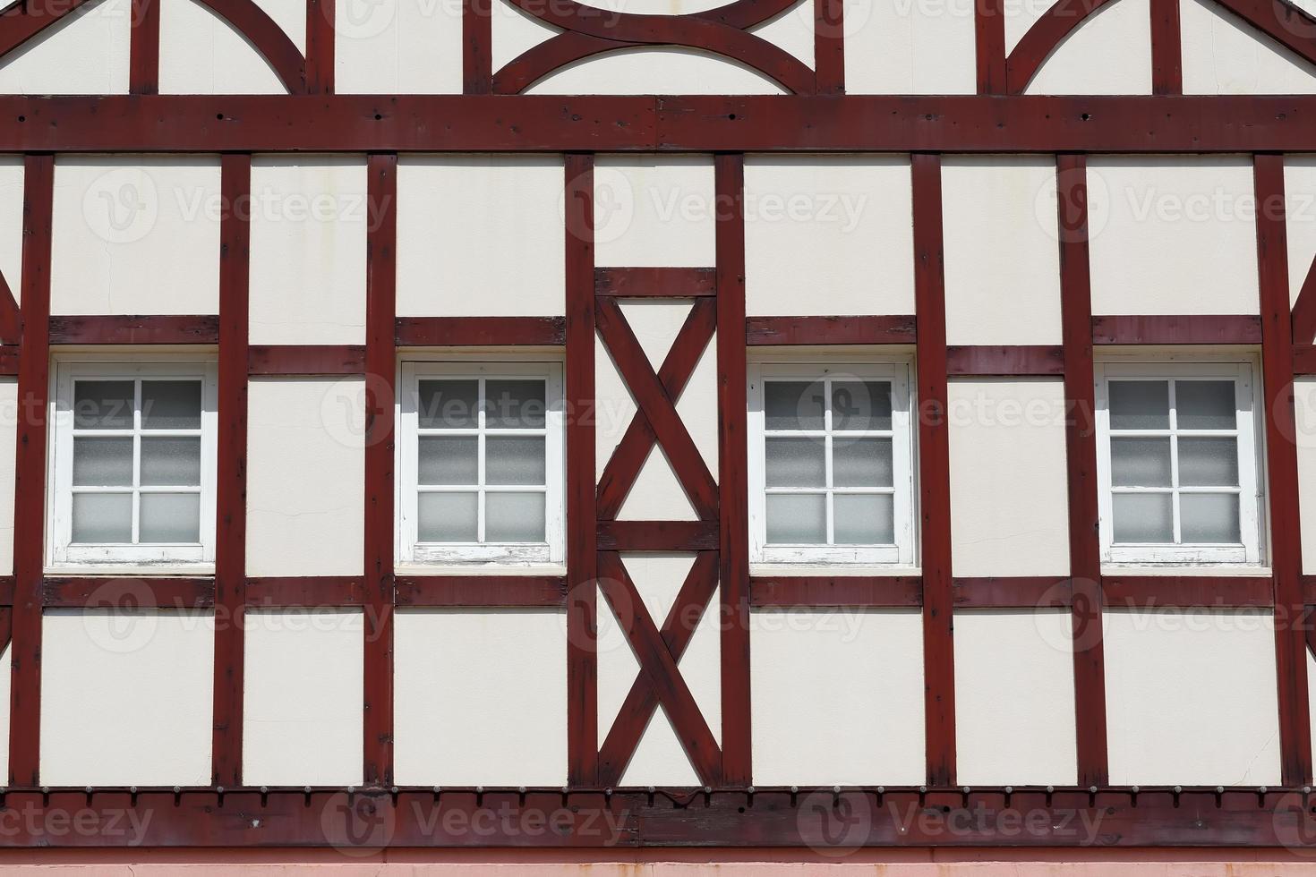 edificio con vigas de madera foto