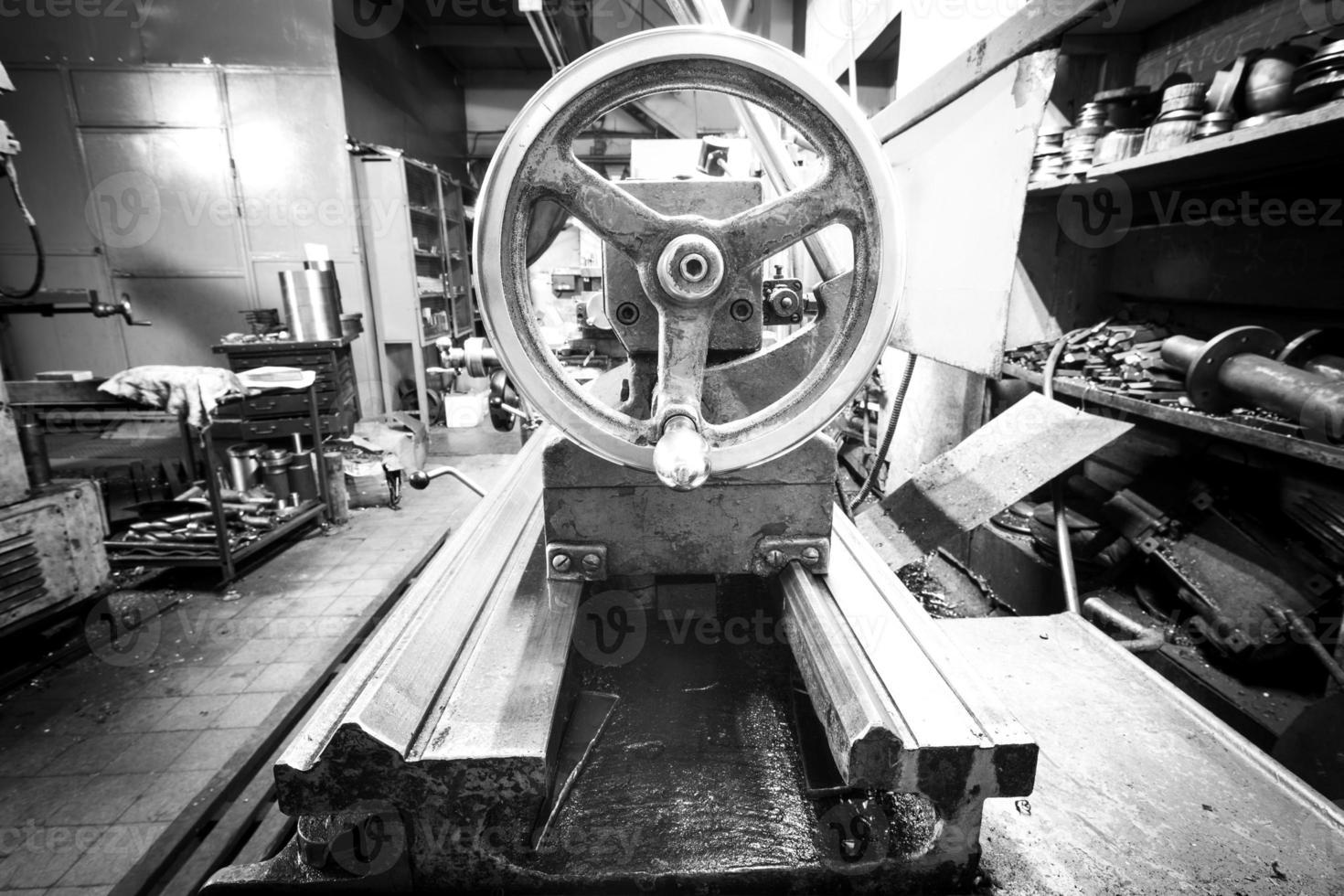 Flywheel tailstock lathe machine too photo