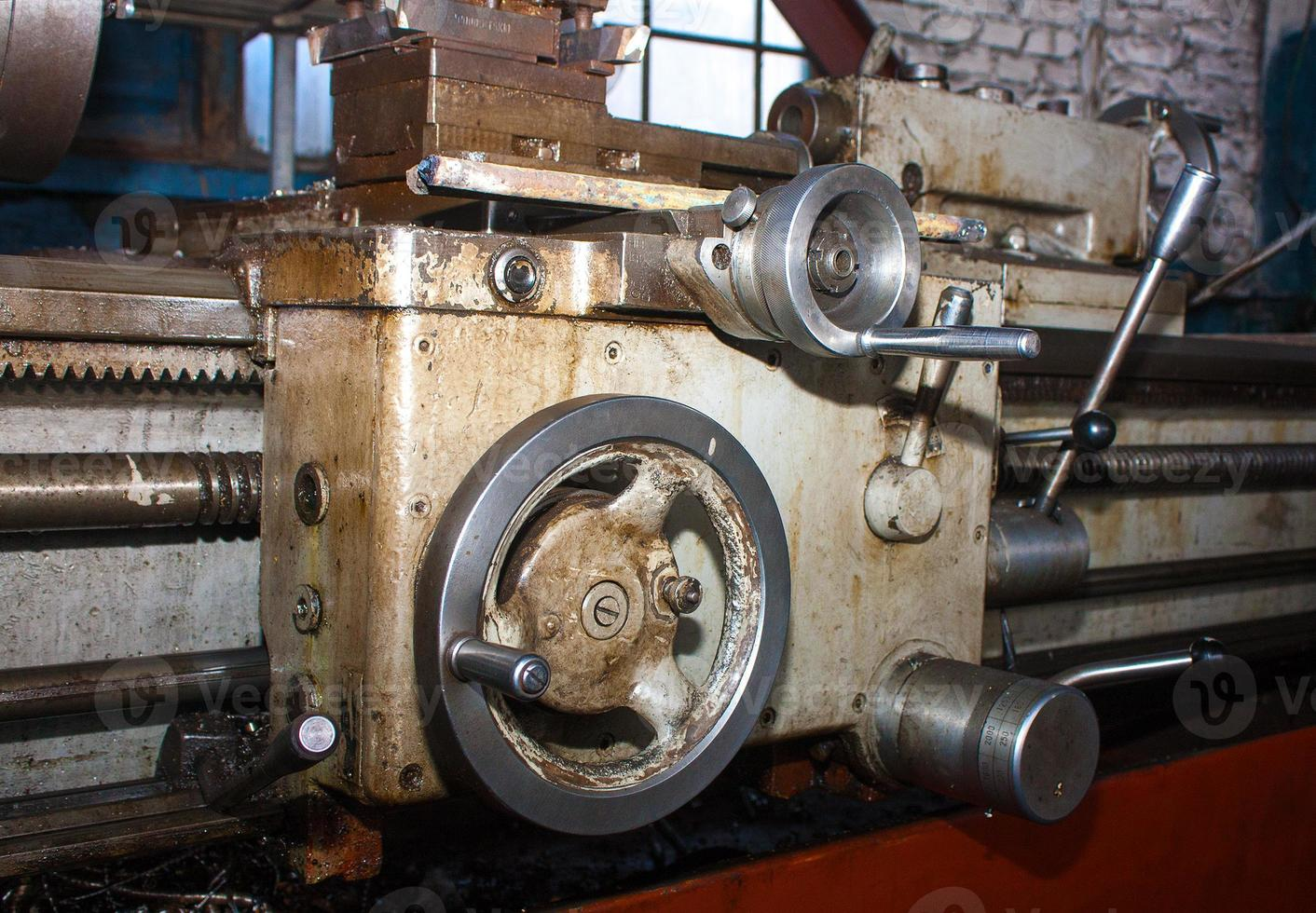 Details and mechanisms of the lathe closeup. Grange photo
