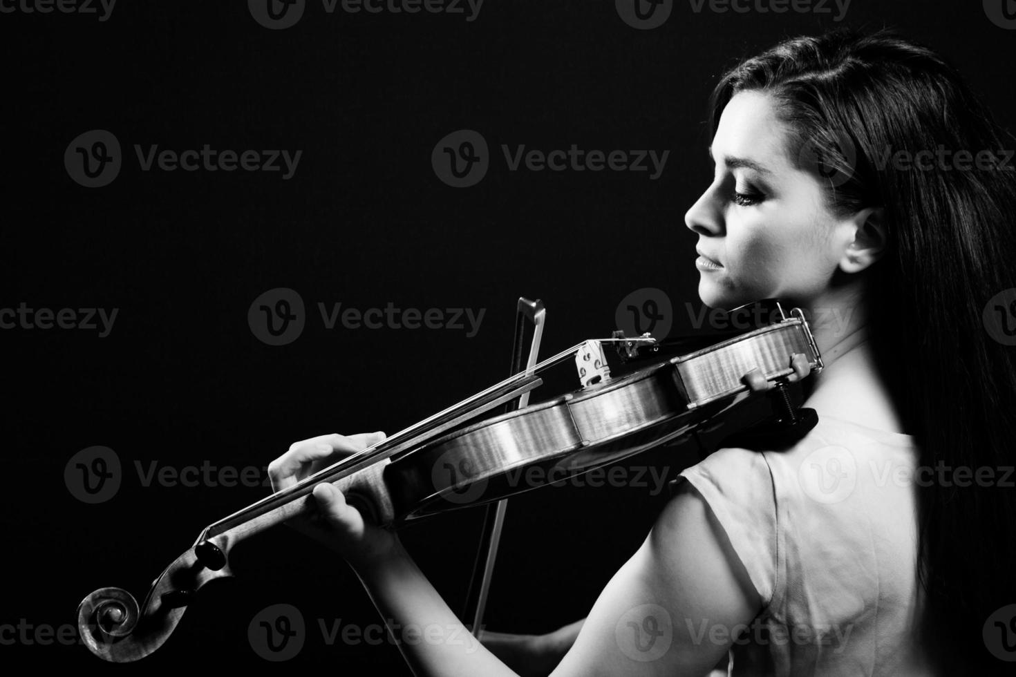 Black and white picture of a woman playing violin  photo