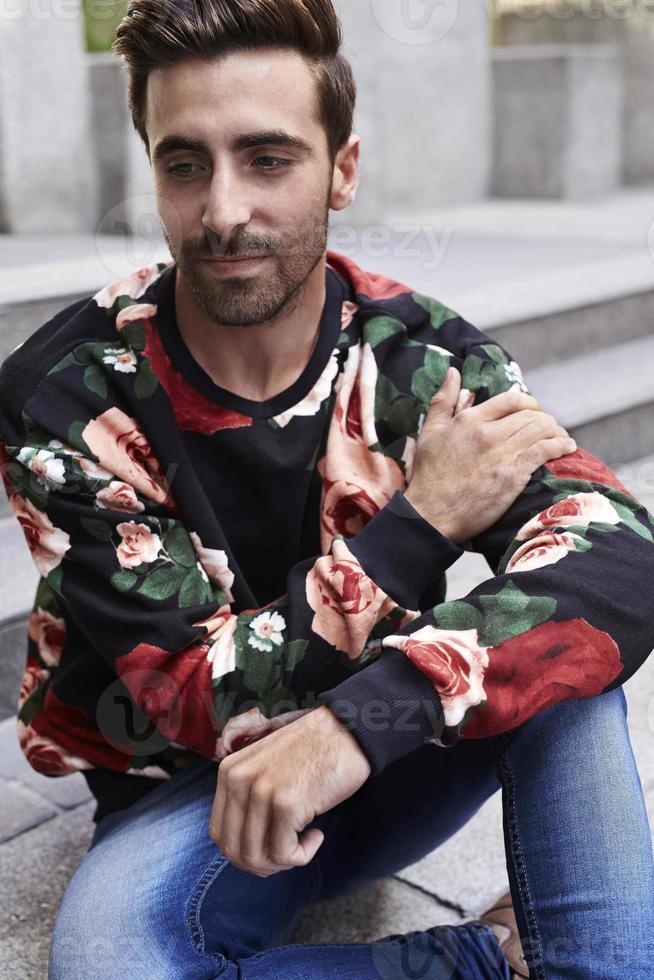 hipster en top floral foto