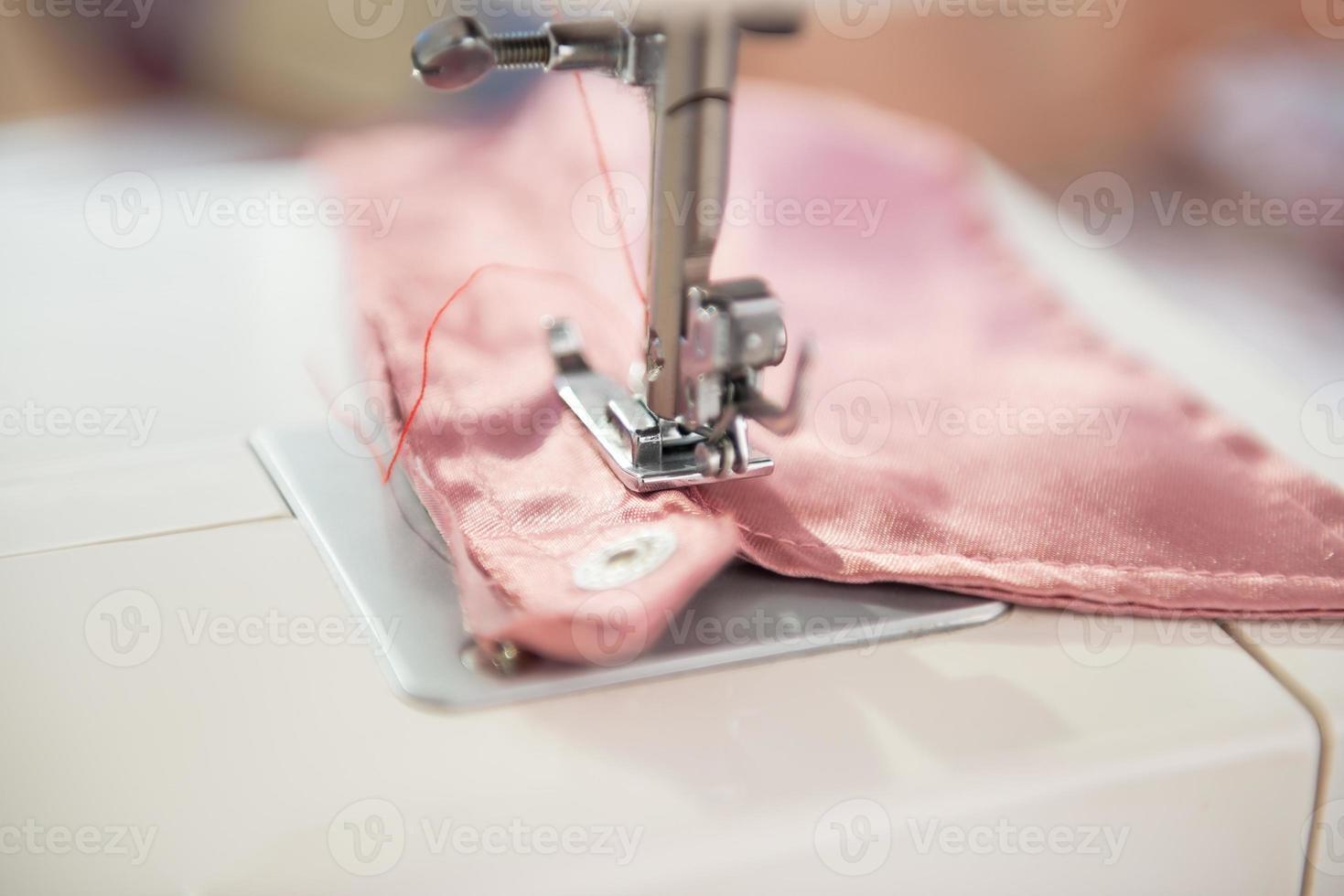 Primer plano de la máquina de coser costurera foto