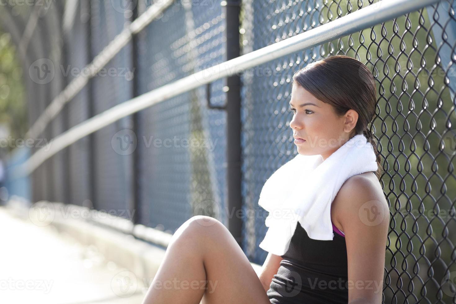sentado descansando y pensando foto