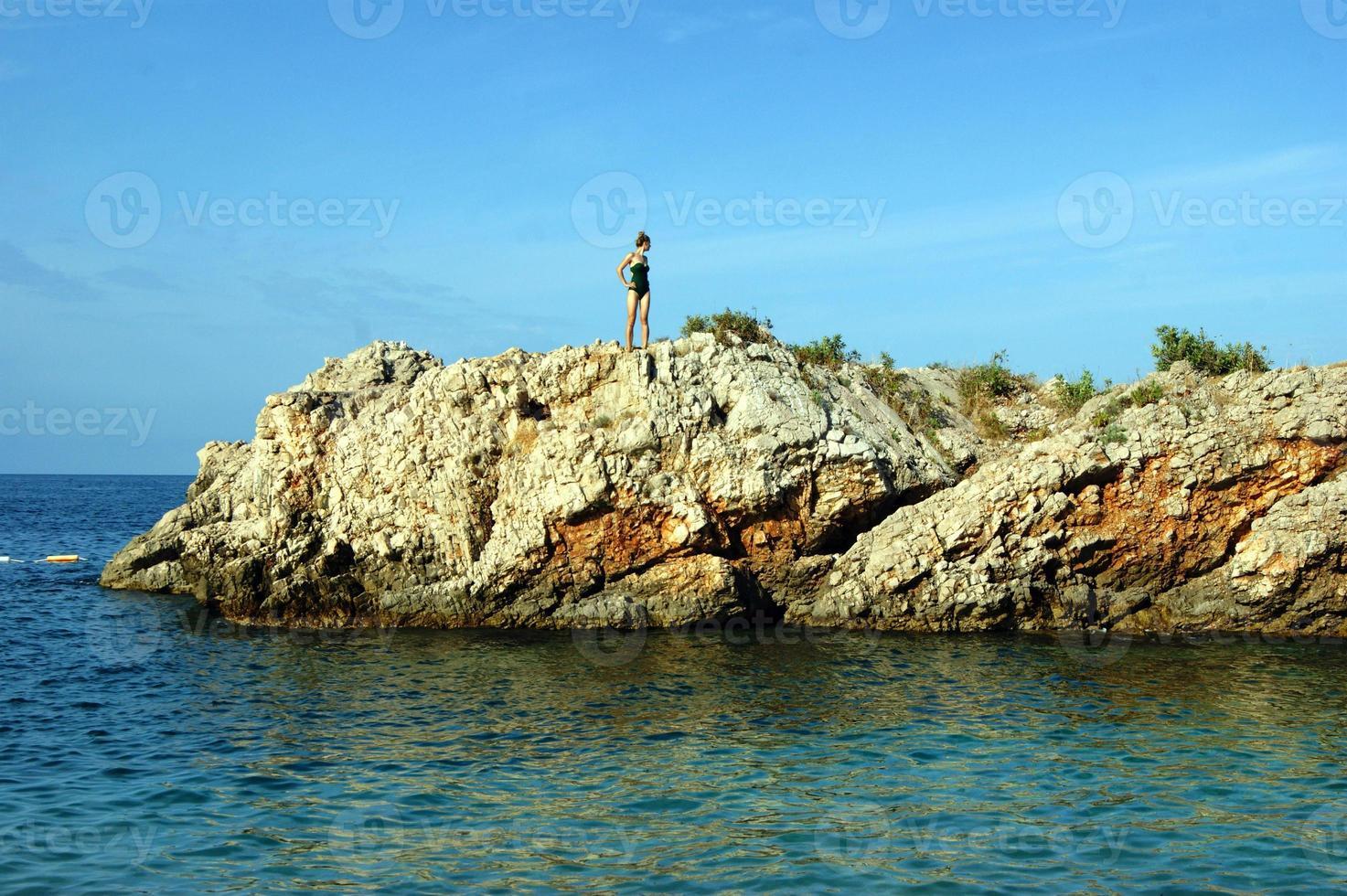 la isla rocosa en el mar adriático foto