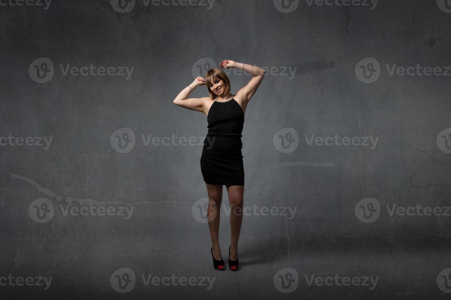 mujer elegante bailando foto
