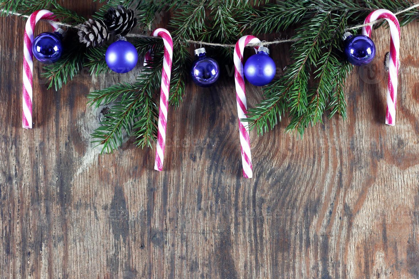 palitos de caramelo bola de navidad adorno foto