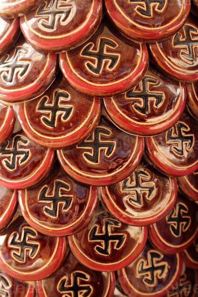 esvástica - un símbolo de armonía, unidad y elementos de fuerza foto