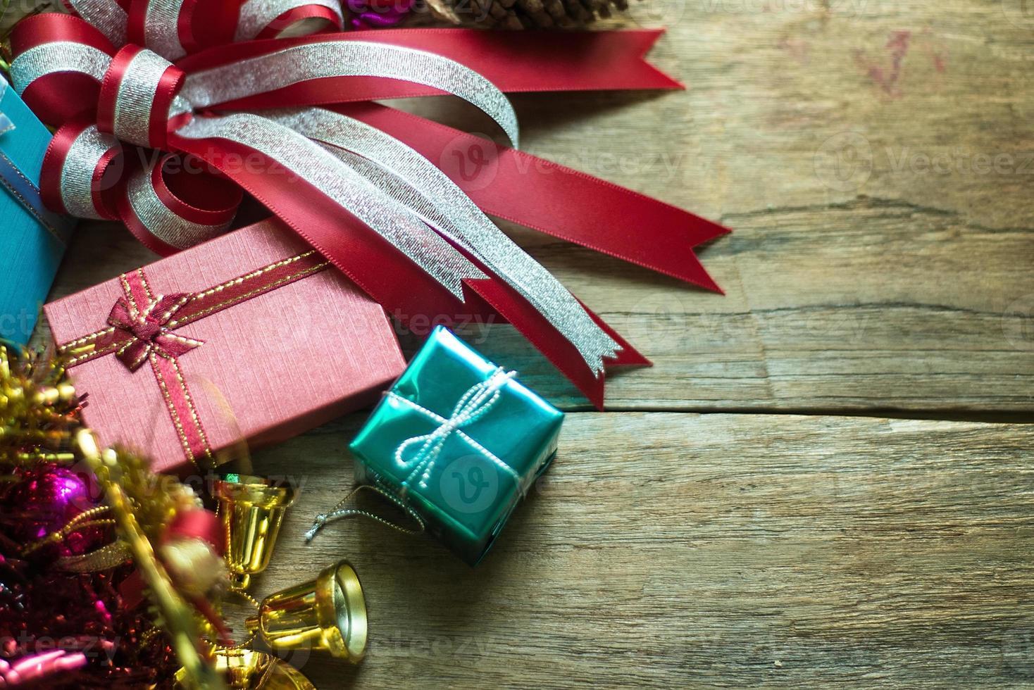 decorazioni natalizie su fondo in legno foto