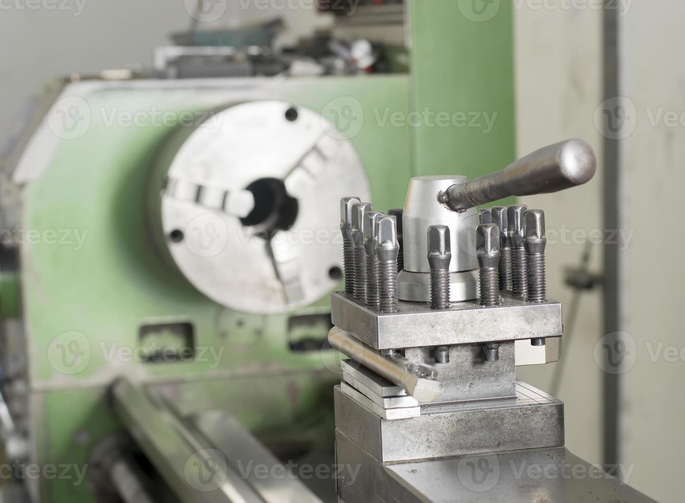 green lathe machine photo