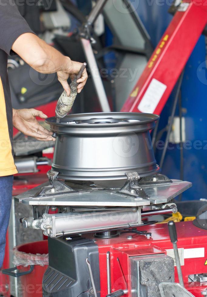 máquina de montaje de neumáticos de cerca foto