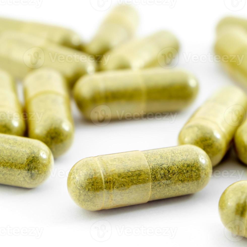 cápsulas de hierbas medicinales foto
