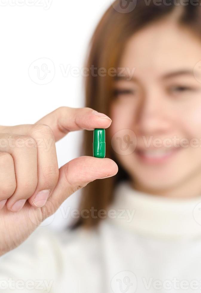 Mujer con medicina. foto