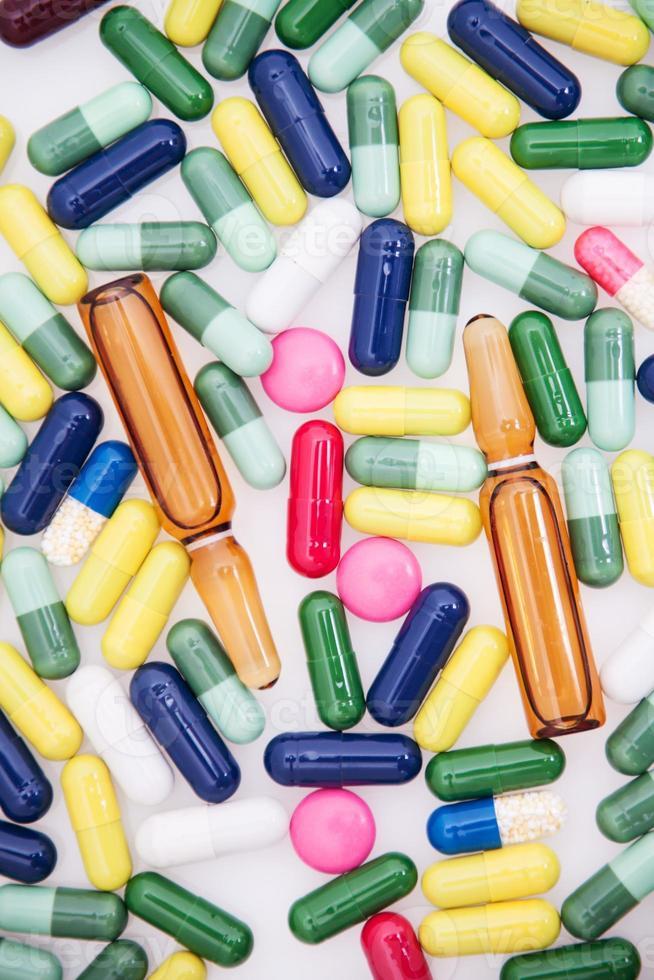 pastillas de medicina colorida foto